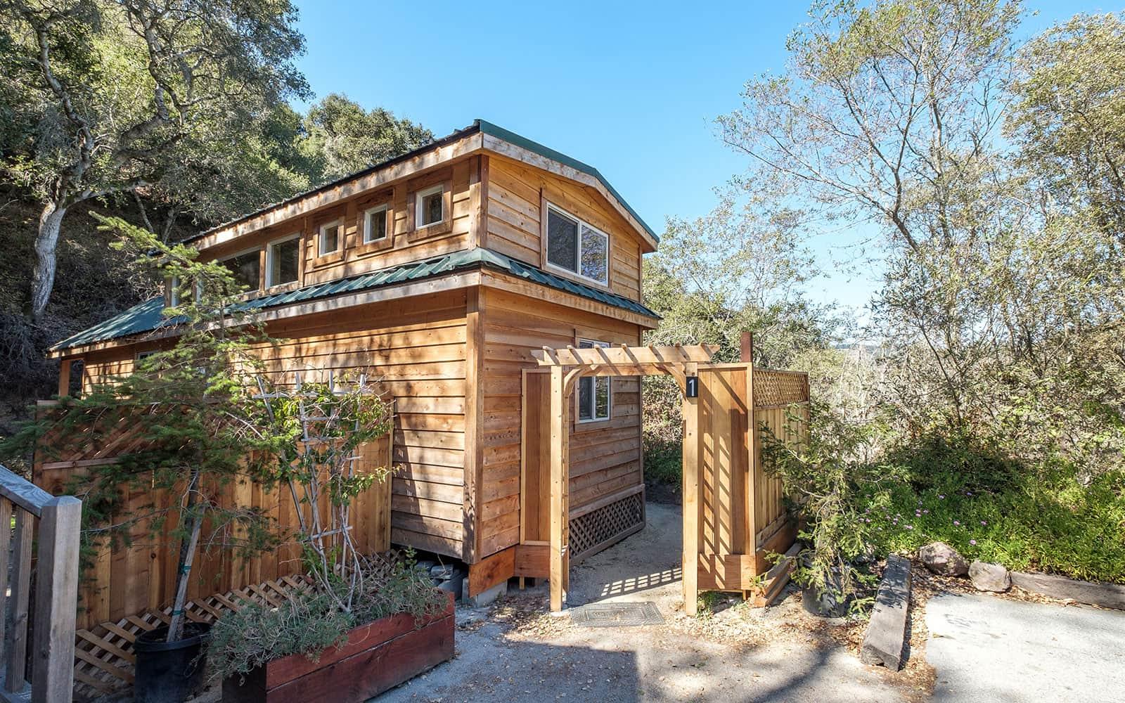 Cabin 1, exterior